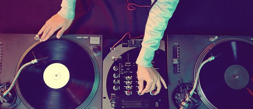 Tips to consider before you hire a DJ for your wedding